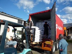 椿油粕のコンテナ直輸入